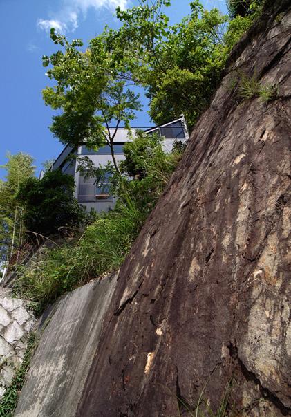 甲陽園目神山町の家